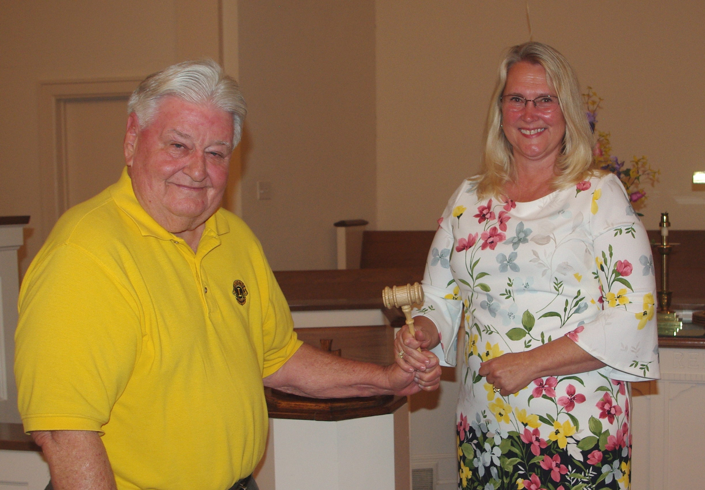 Passing of the Gavel VCrafton to McCreary (002)